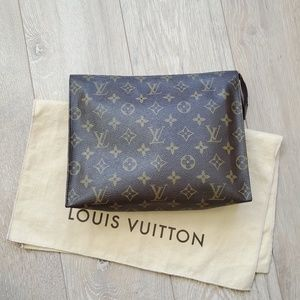 Handbags - ❗Louis Vuitton Monogram Toiletry 26 Case